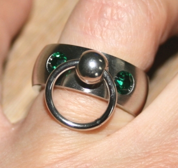 BDSM Ring of O with 2 glass crystals, green